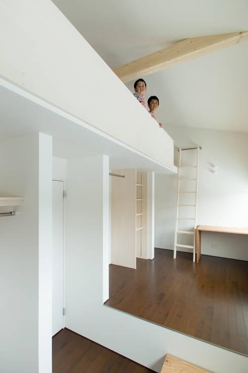 スベリ台のある家: 一級建築士事務所 Atelier Casaが手掛けた子供部屋です。