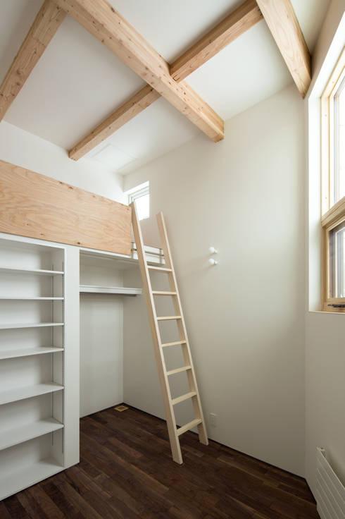 手稲山が望める家: 一級建築士事務所 Atelier Casaが手掛けた子供部屋です。