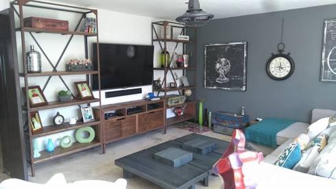Centro de entretenimiento Herrería+Madera: Sala multimedia de estilo  por Gonmar Diseño y Mobiliario