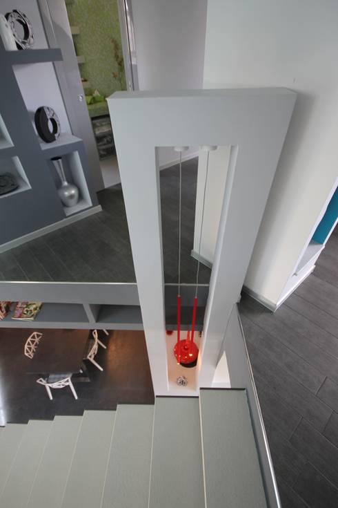 Corridor & hallway by Studio Ferlenda