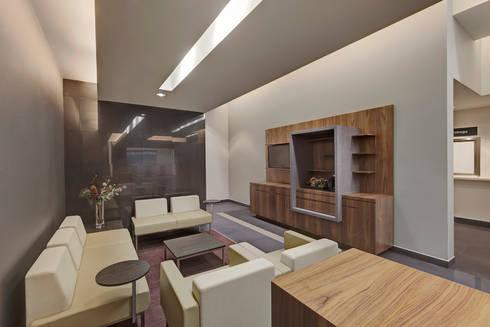 Nacional Monte de Piedad (Sucursal Santa Fe): Estudios y oficinas de estilo moderno por usoarquitectura
