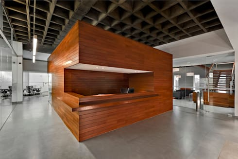 Paga Todo : Estudios y oficinas de estilo moderno por usoarquitectura