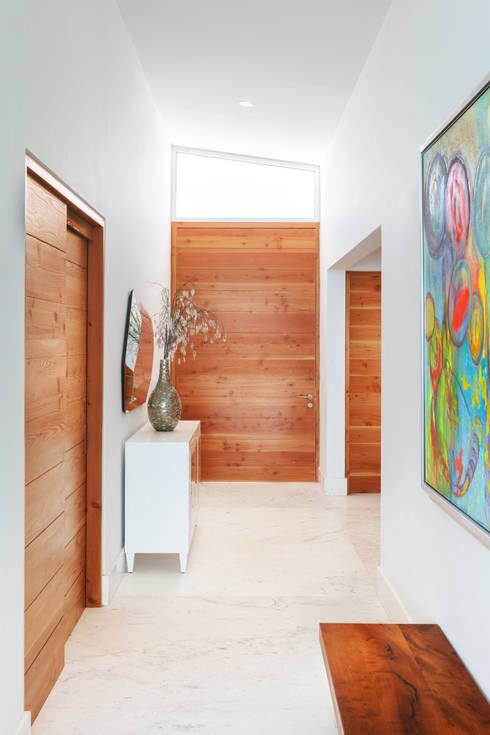 CASA MRE: Pasillos y recibidores de estilo  por Imativa Arquitectos
