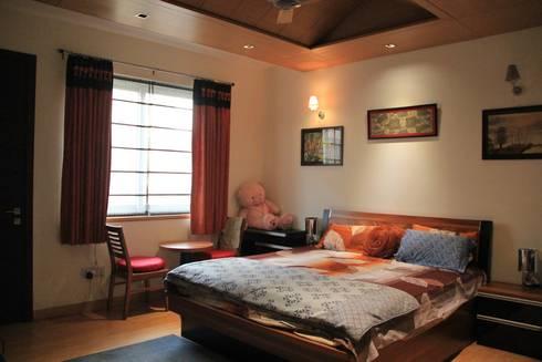 Bansal Residence: modern Bedroom by Studio Ezube