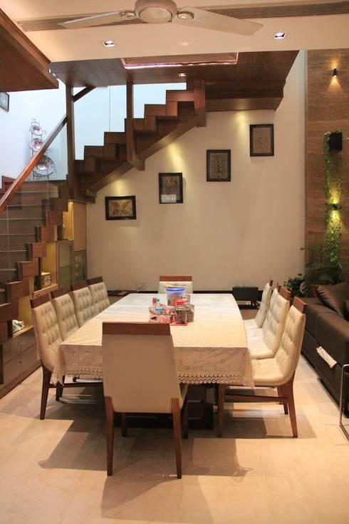 Bansal Residence: modern Dining room by Studio Ezube