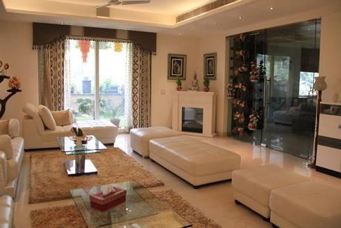 Bansal Residence: modern Living room by Studio Ezube