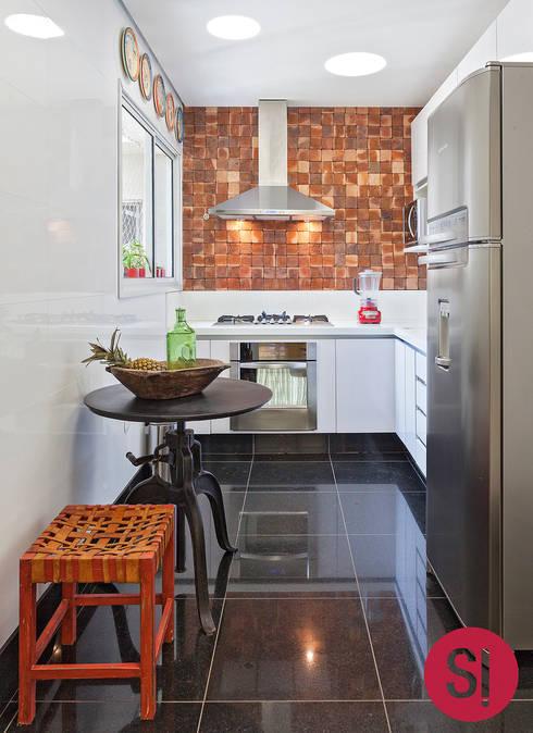 Cocinas de estilo moderno por Botti Arquitetura e Interiores-Natália Botelho e Paola Corteletti
