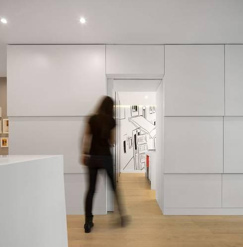 Apartamento Lisboa: Salas de estar minimalistas por Ana Maria Timóteo _ arquitecta