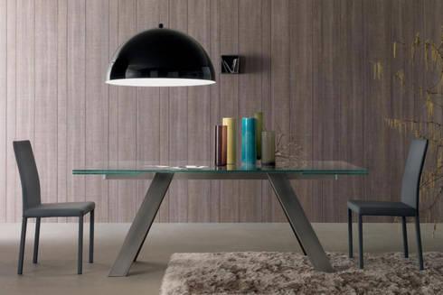 Mesas de refeições em vidro extensíveis Glass dining tables extendable  www.intense-mobiliario.com  Traverse http://intense-mobiliario.com/product.php?id_product=8412: Sala de jantar  por Intense mobiliário e interiores;