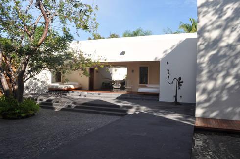 Casa Lunamar: Casas de estilo moderno por José Vigil Arquitectos