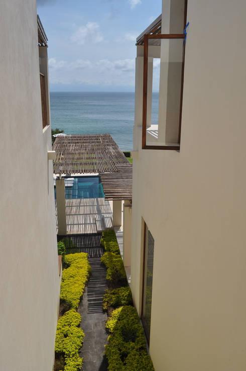 Casa Lunamar: Terrazas de estilo  por José Vigil Arquitectos