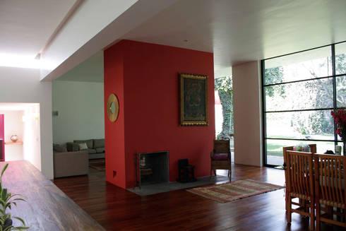 Casa Pedregal : Salas de estilo moderno por José Vigil Arquitectos