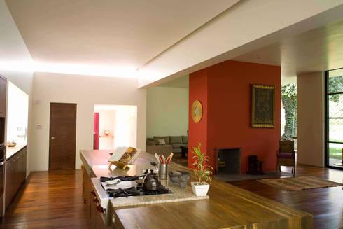 Casa Pedregal : Cocinas de estilo moderno por José Vigil Arquitectos