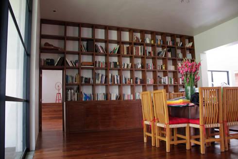 Casa Pedregal : Comedores de estilo moderno por José Vigil Arquitectos
