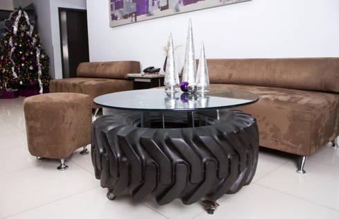 MESA DE CENTRO  A BASE DE LLANTA: Hogar de estilo  por Oscar Leon/ Arte Renovable & Muebles