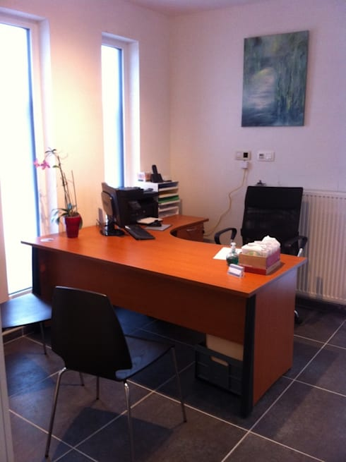 Habitation et cabinet médical à Sombreffe: Bureau de style  par Bureau d'Architectes Desmedt Purnelle