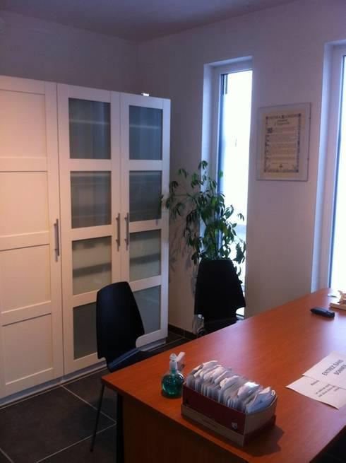 Habitation et cabinet médical à Sombreffe: Bureau de style de style Moderne par Bureau d'Architectes Desmedt Purnelle