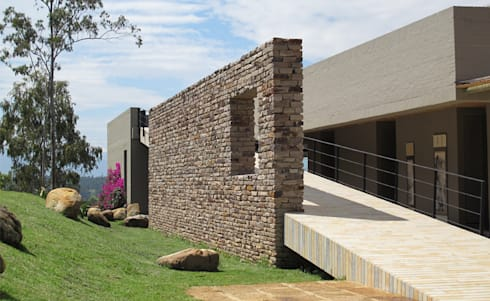 Casa IQ: Casas de estilo moderno por AMR ARQUITECTOS