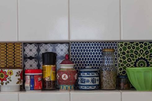 Apartamento do Amigo Calculista: Cozinhas modernas por Nautilo Arquitetura & Gerenciamento