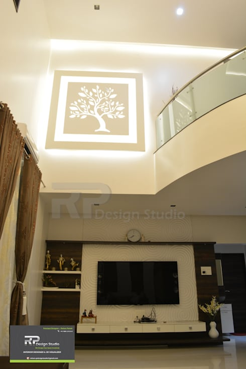 Mr Suhas Ranavde Banglow Project:  Corridor & hallway by RP Design Studio