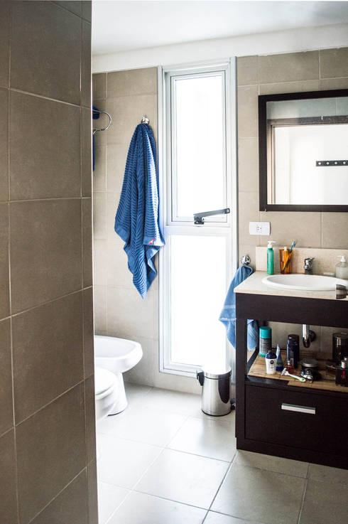 Baños de estilo minimalista de MINBAI