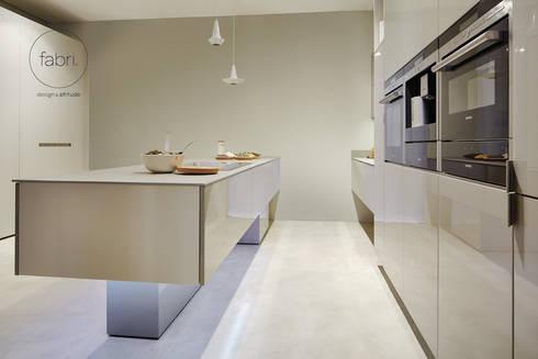 Geometria da estética: Cozinhas minimalistas por FABRI