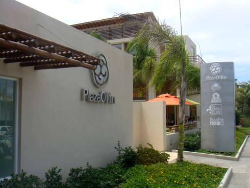 Plaza Ollin : Casas de estilo moderno por José Vigil Arquitectos