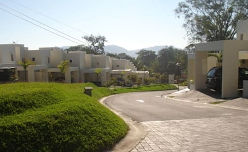 Alturas del Escalón : Jardines de estilo moderno por José Vigil Arquitectos