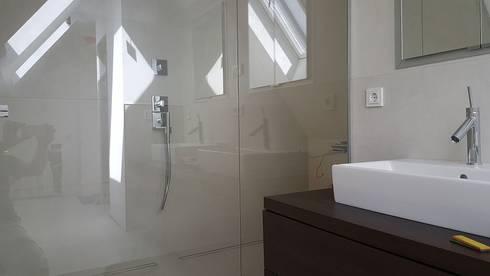Banheiros Modernos Por FD Fliesen GmbH