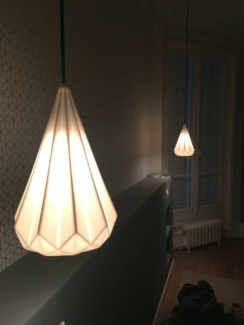 tete de lit: Chambre de style de style Moderne par Agence KP