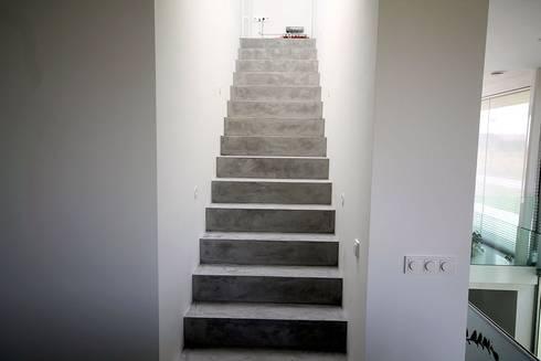 treppe in betonoptik von fd fliesen gmbh homify. Black Bedroom Furniture Sets. Home Design Ideas