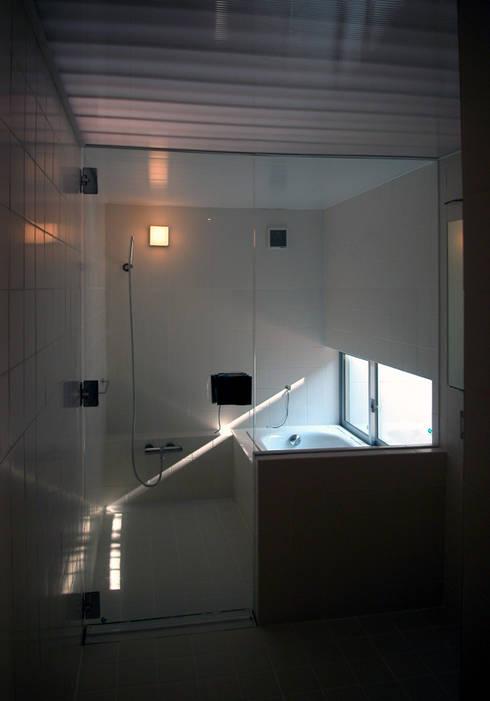 C-HOUSE: 株式会社長野聖二建築設計處が手掛けた浴室です。
