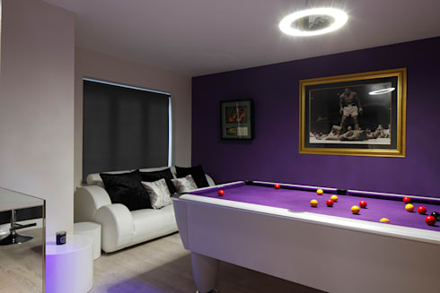 Games room : classic Living room by Quirke McNamara
