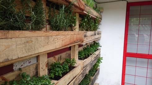 Jardines y jardineras:  de estilo  por Bamboo design & garden