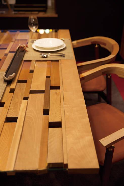 木とガラスのダイニングテーブル: MOCTAVEが手掛けたダイニングです。