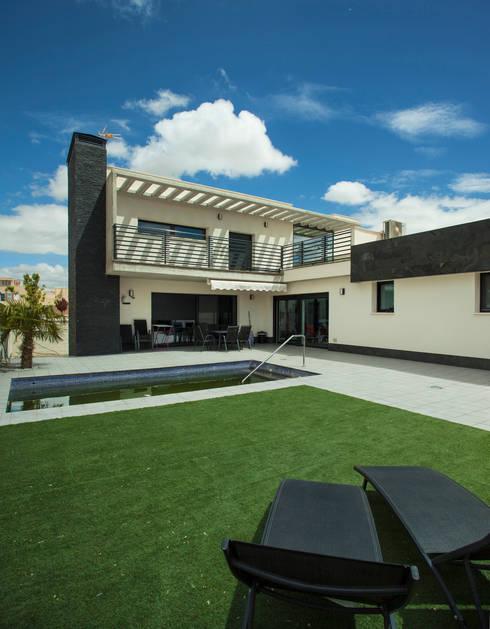 Casa AI: Casas de estilo moderno de Mascagni arquitectos