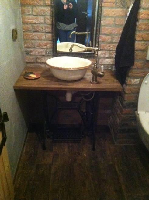 rustic Bathroom by Florisa