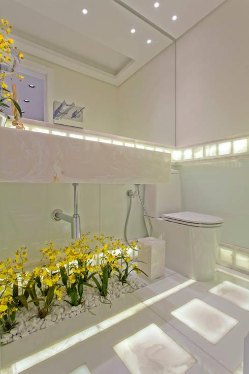 Apartamento São Paulo: Banheiros modernos por Designer de Interiores e Paisagista Iara Kílaris