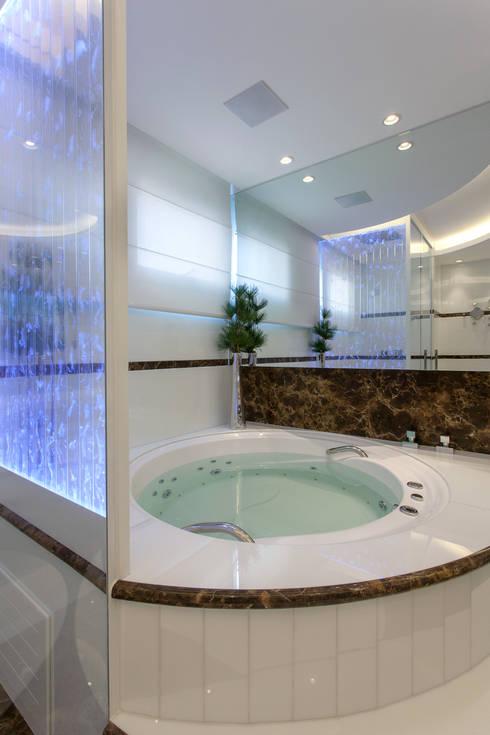 Apartamento São Paulo: Banheiros  por Designer de Interiores e Paisagista Iara Kílaris
