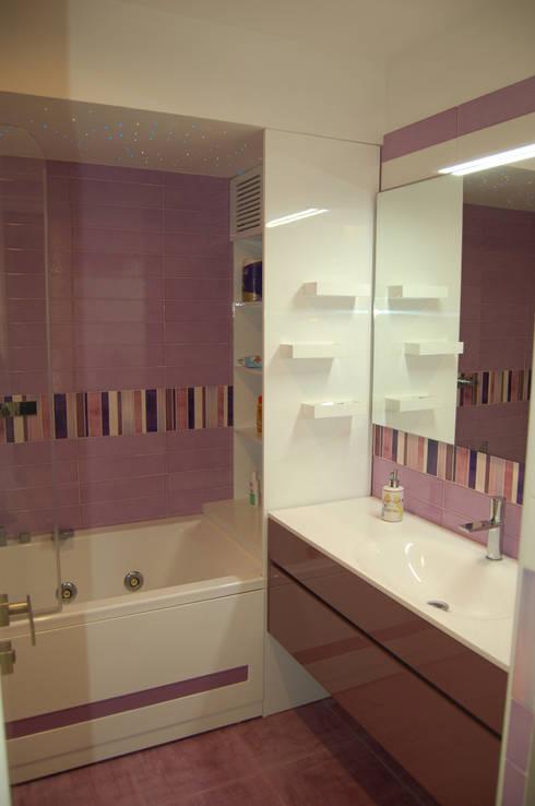 Casas de banho modernas por Archideo Studio di Architettura