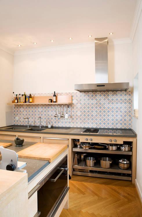 Küche im Altbau:  Küche von Beilstein Innenarchitektur