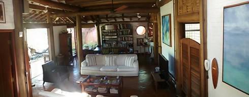 RESIDÊNCIA FM: Salas de estar rústicas por MADUEÑO ARQUITETURA & ENGENHARIA