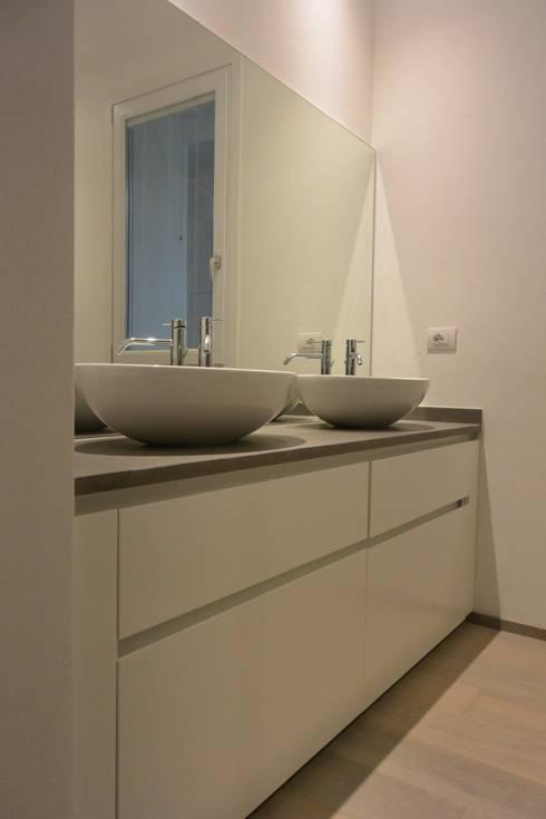 modern Bathroom by Emmeti Srl