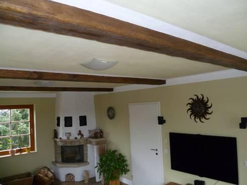 Wohnzimmer Mit Handbeschlagenen Deckenbalken: Rustikale Wohnzimmer Von  Antikholzbau U0026 Dachdeckerei Symank