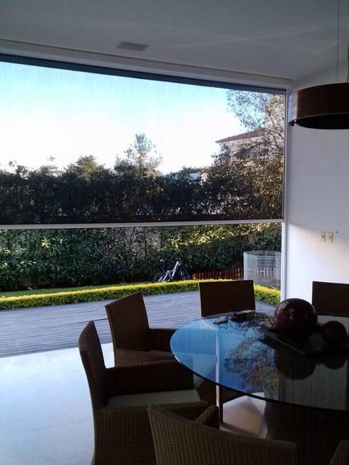 SCREEN RITS (sistema microperforado para exterior y motorizado): Puertas y ventanas de estilo mediterraneo por GAVIOTA MEXICO