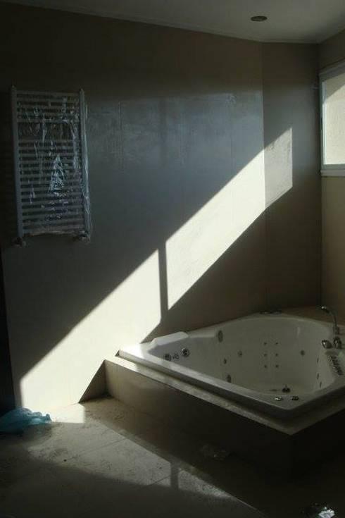 Baños de estilo  por Prece Arquitectura