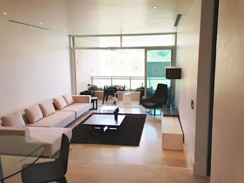 Apto. Colinas de Valle Arriba: Salas / recibidores de estilo moderno por THE muebles