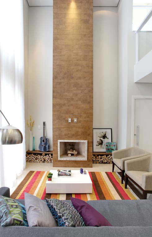Casa B&D: Salas de estar modernas por Híbrida Arquitetura, Engenharia e Construção