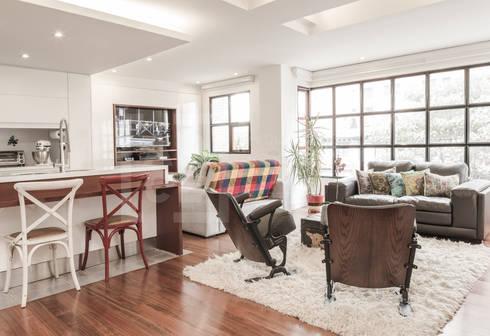 La remodelación de un apartamento en chico norte. : Salas de estilo moderno por ARCE S.A.S