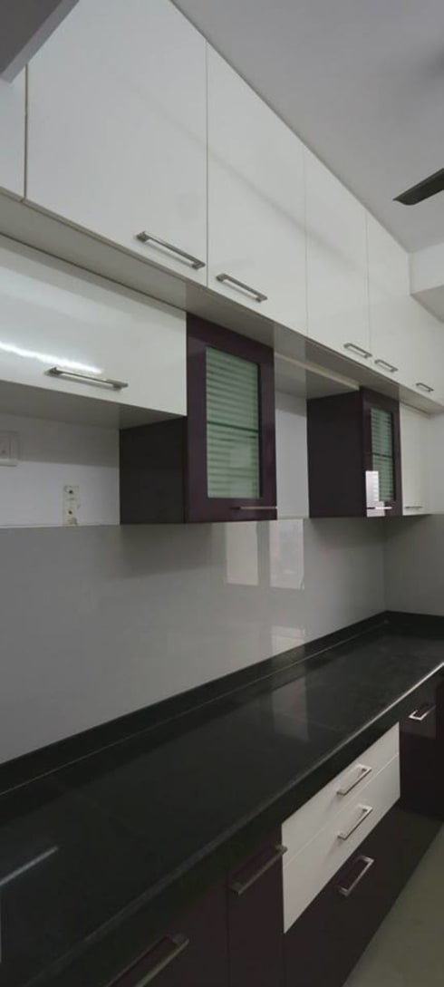 Thane Apartment.: modern Kitchen by The design house